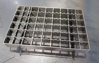 Grid for metal drainage