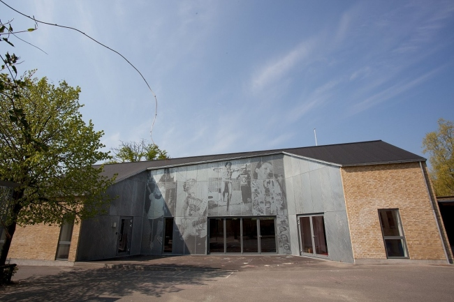 Photo of the facade of the music school in Nørresundby, Denmark